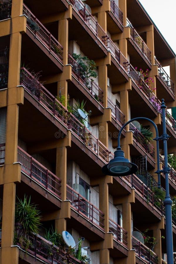 Apartamentos en el centro de ciudad foto de archivo libre de regalías