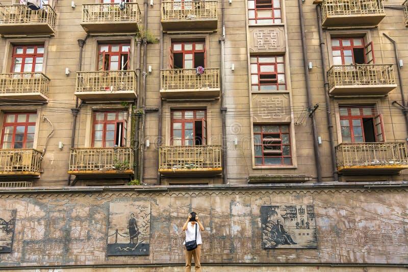 Apartamentos Hongkou Shanghai China da estrada de Duolon do turista imagem de stock royalty free