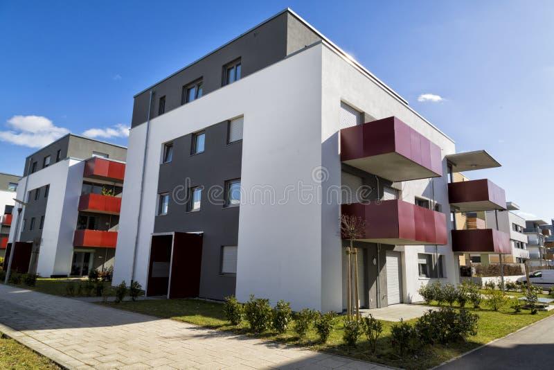 Apartamentos modernos da arquitetura em Alemanha imagem de stock