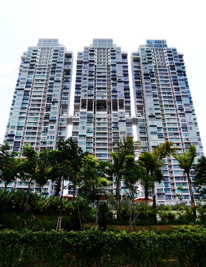 Apartamentos modernos do condomínio do estilo imagens de stock