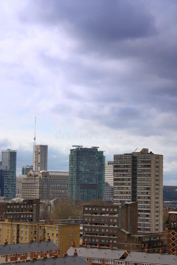 Apartamentos no álamo Londres fotos de stock