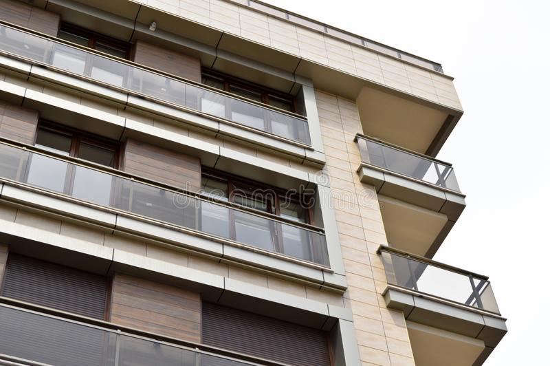 Apartamentos y detalles de vivienda modernos Fachada, centro fotos de archivo