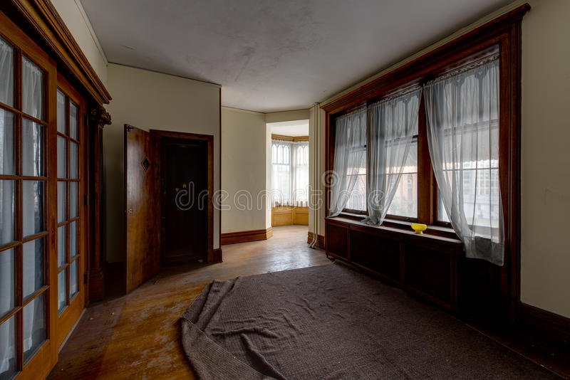 Download Apartment With Large Windows And Hardwood Floors