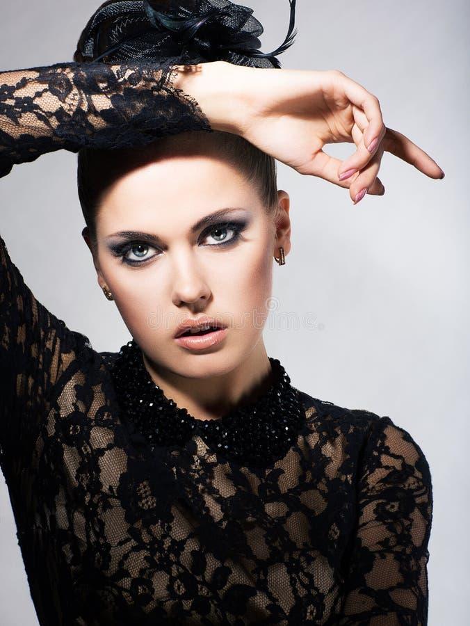 Apatia. Retrato da fêmea nova cansado no vestido preto. Fadiga imagens de stock