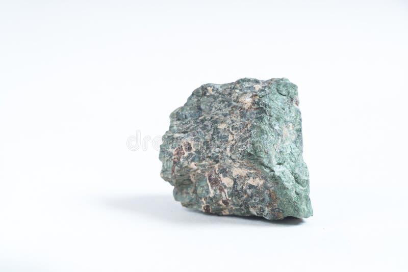 A apatite é uma pedra mineral em um isolado branco do fundo imagens de stock royalty free