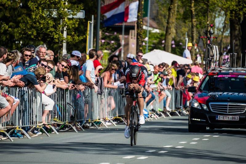 Apeldoorn nederländska Maj 6, 2016; Yrkesmässig cyklist under den första etappen av turnera av Italien 2016 royaltyfri bild