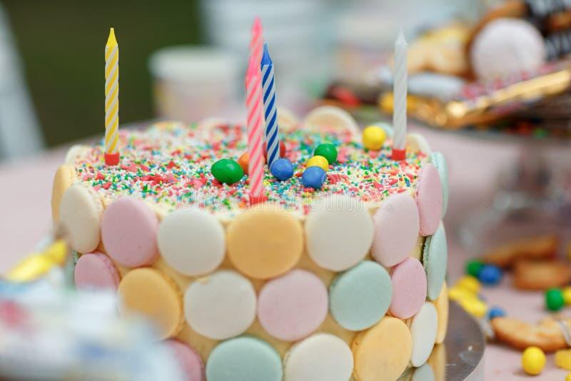 Apelmace las velas del cumpleaños con las letras en estilo del vintage imagen de archivo libre de regalías