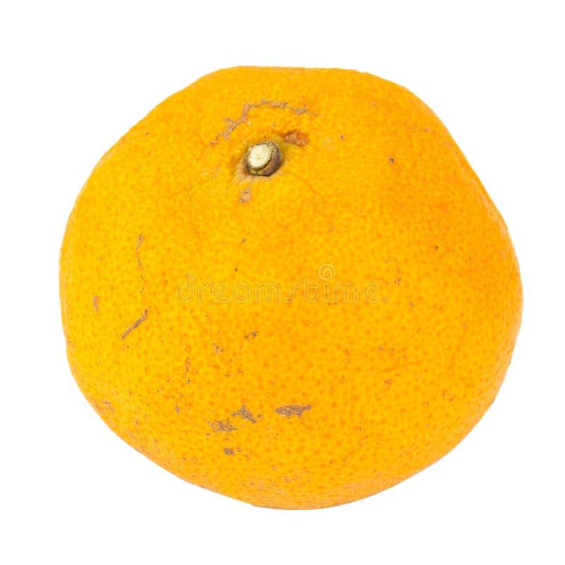 Apelsin ruttet smutsigt bakgrund isolerad white royaltyfria foton