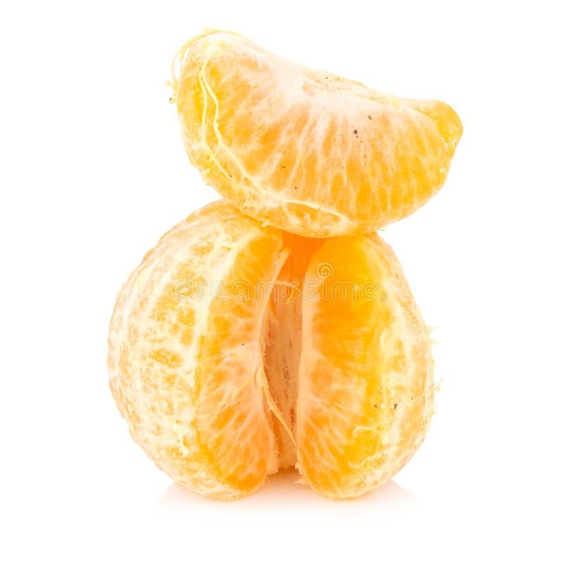 Apelsin ruttet smutsigt moget peel bakgrund isolerad white arkivfoto