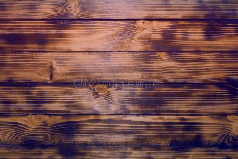 Apelsinen skrapade och grillade randig idérik ädelträdörrtextur - nätt abstrakt fotobakgrund fotografering för bildbyråer