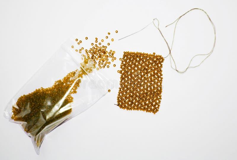 Apelsinpärlor i en packe och en visare arkivfoton