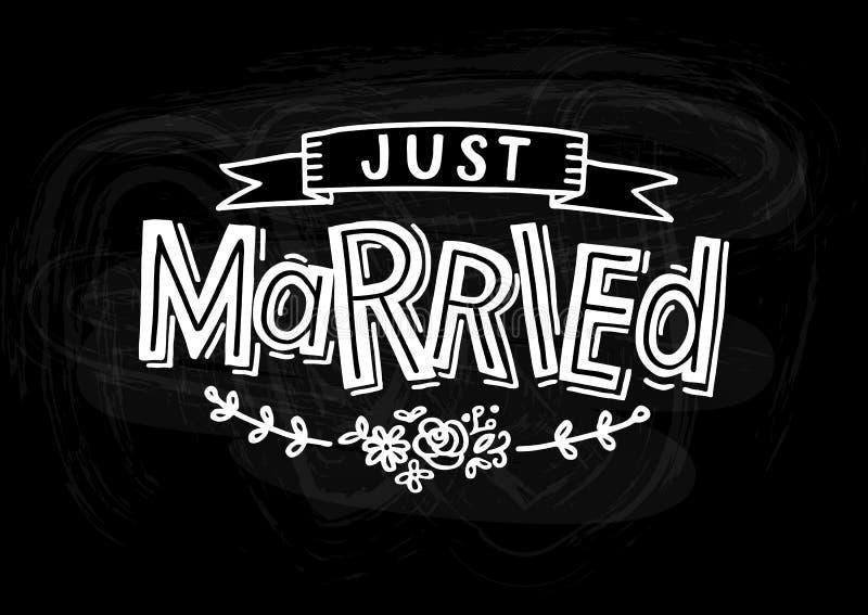 Apenas casado - invitaci?n de boda, letras exhaustas de la mano con la cinta, hojas y flores ilustración del vector