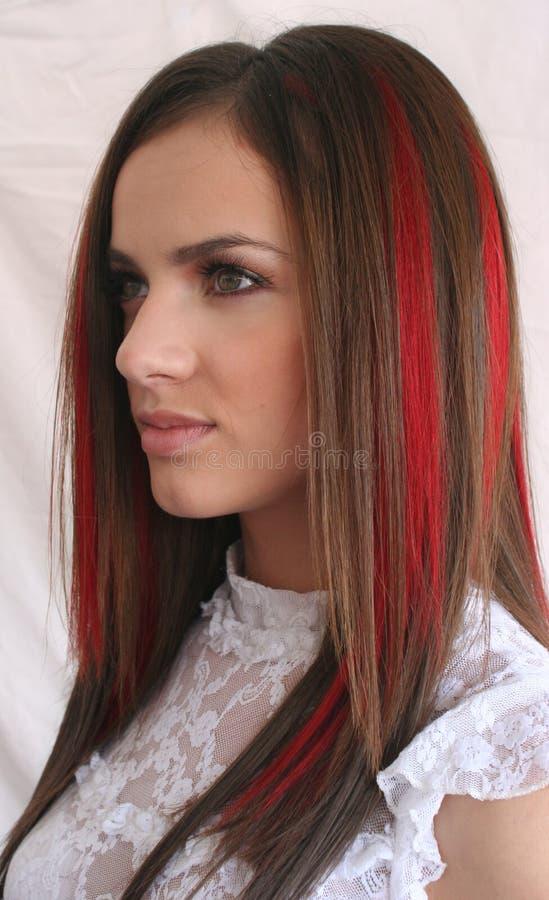 Apenas consiguiendo el color del pelo hecho fotos de archivo