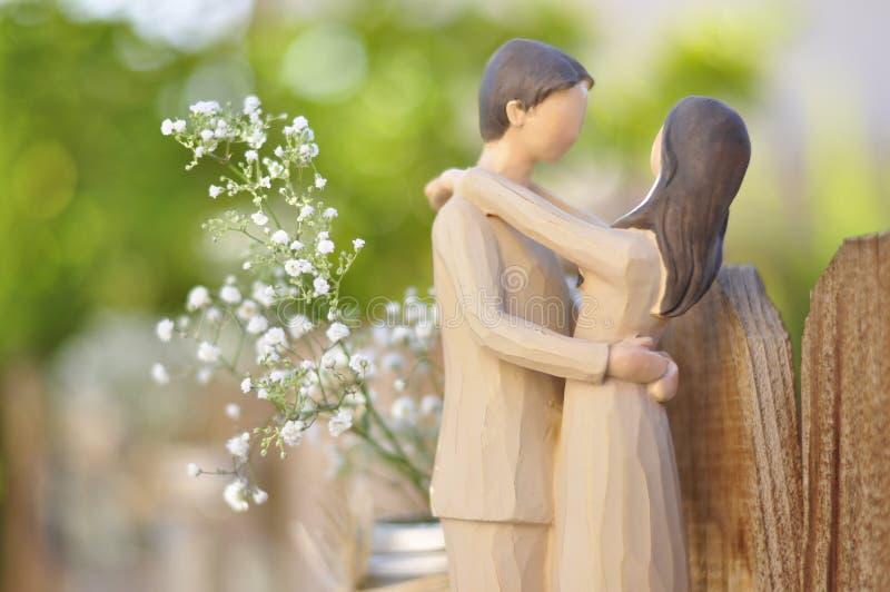 Apenas estatuilla casada de la pareja imagen de archivo