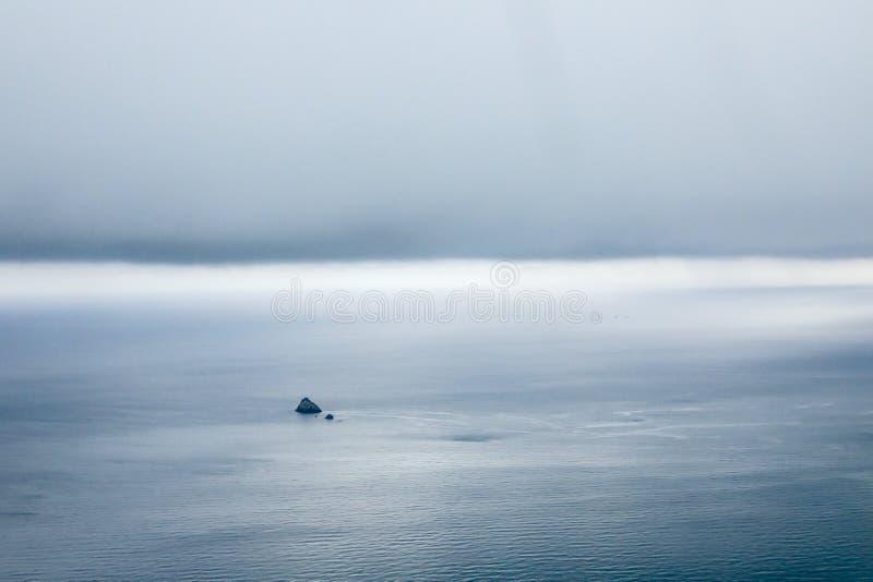 Apenas ilha com a tempestade pesada fotografia de stock royalty free