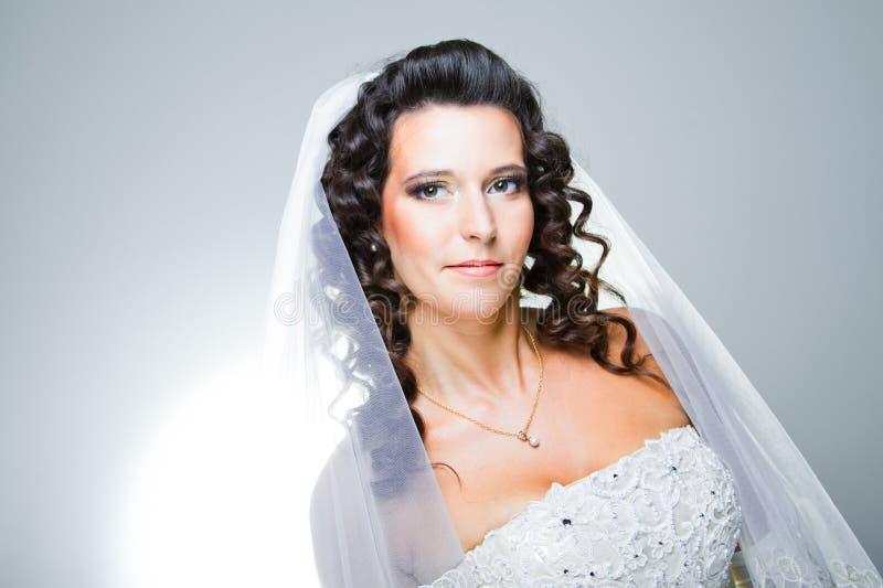 Apenas noiva e noivo casados imagens de stock