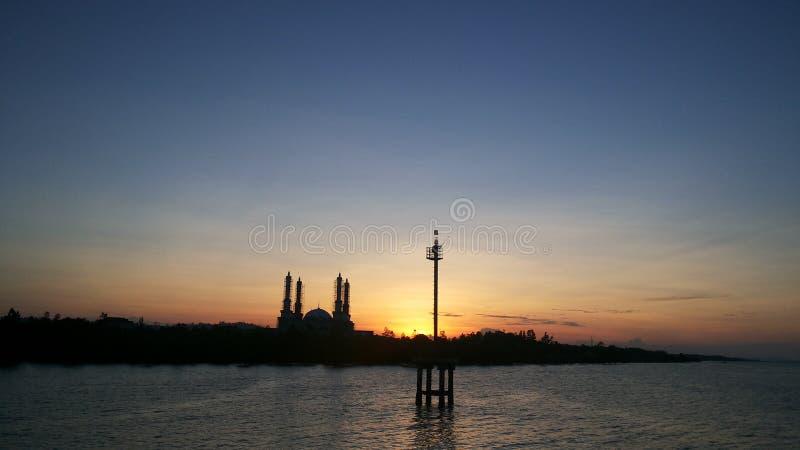 Apenas una puesta del sol imagenes de archivo