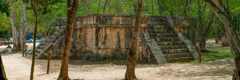 Aperçu d'un autel maya antique photos stock