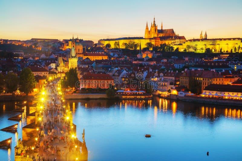 Aperçu de Prague avec St Vitus Cathedral images stock
