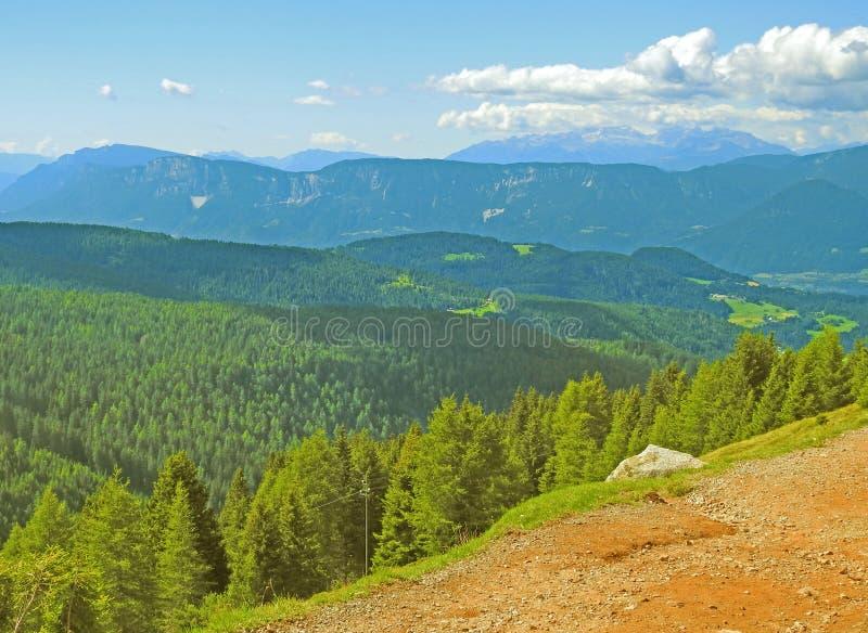 Aperçu des montagnes tyroliennes du sud images libres de droits