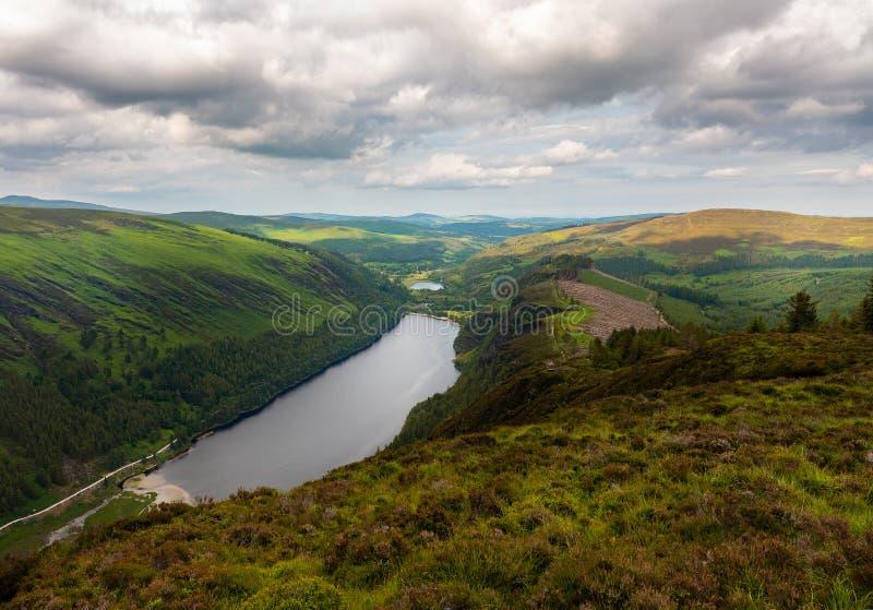 Aperçu supérieur de lac Glendalough dans le comté Wicklow, Irlande images stock