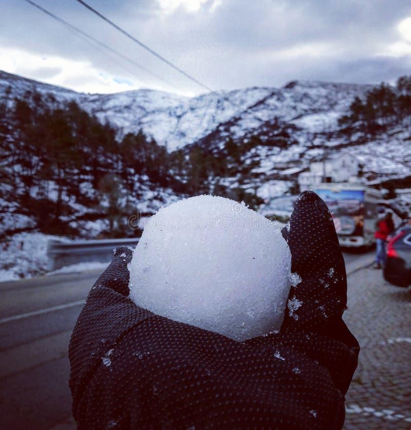 Aperfeiçoe a bola de neve fotografia de stock royalty free