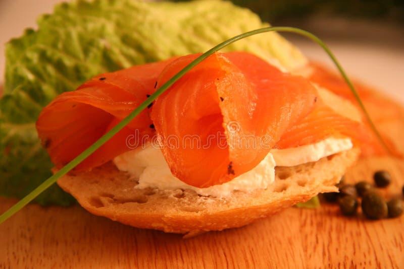 Aperitivo de color salmón fumado imagen de archivo