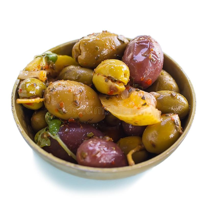 Aperitivo de la ensalada de las aceitunas, de las hierbas y de las especias del limón foto de archivo libre de regalías