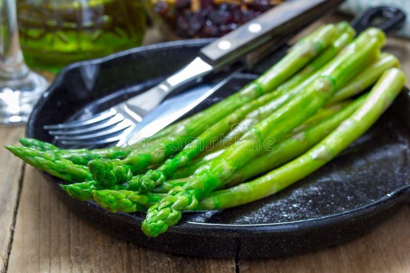 Aperitivo di recente cucinato dell'asparago fotografia stock
