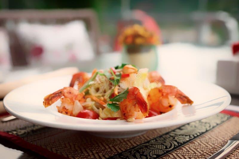 Aperitivo do camarão, prato claro do verão, tonificado fotografia de stock royalty free