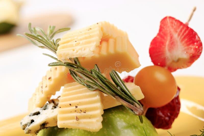 Aperitivo do queijo e da fruta fotografia de stock royalty free