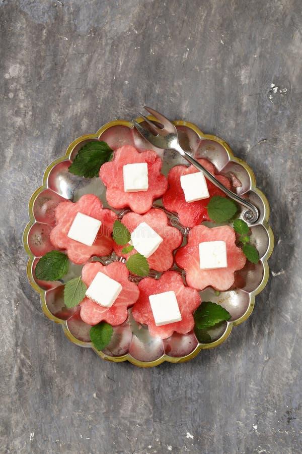 Aperitivo do verão da guloseima - melancia doce com queijo macio imagens de stock