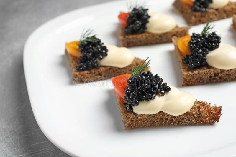 Aperitivo negro sabroso del caviar imagen de archivo