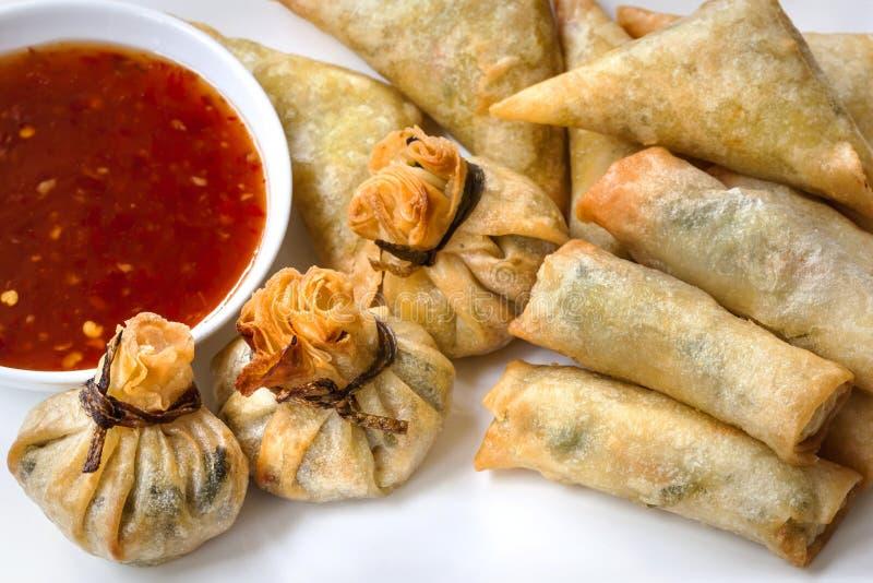 Aperitivos asiáticos con Chili Sauce dulce imágenes de archivo libres de regalías