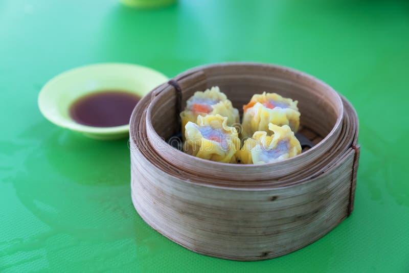 Aperitivos do dim sum do alimento chinês ou do tipo de petiscos chineses fotografia de stock