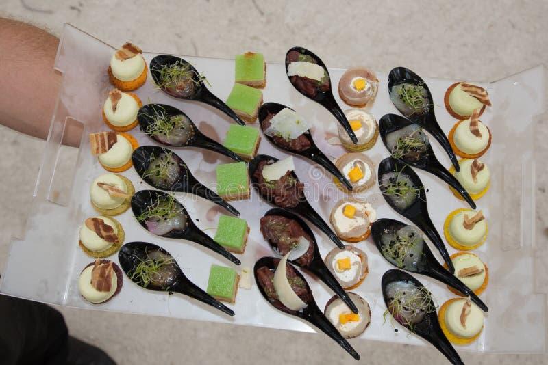 Aperitivos en un plato durante un partido imagen de archivo libre de regalías