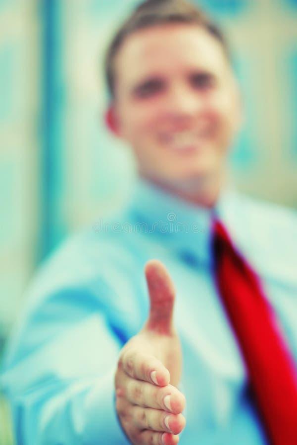 Aperto de mão bem-vindo do negócio imagem de stock