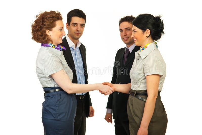 Aperto de mão das mulheres de negócio foto de stock