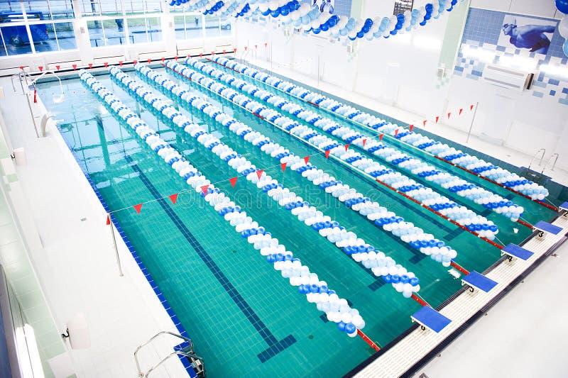 Apertura di una piscina immagine stock