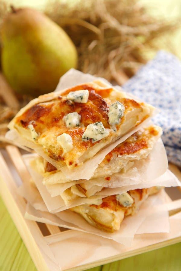 Apetyczny Jabłczany kulebiak z jabłkami i błękitnym serem fotografia stock
