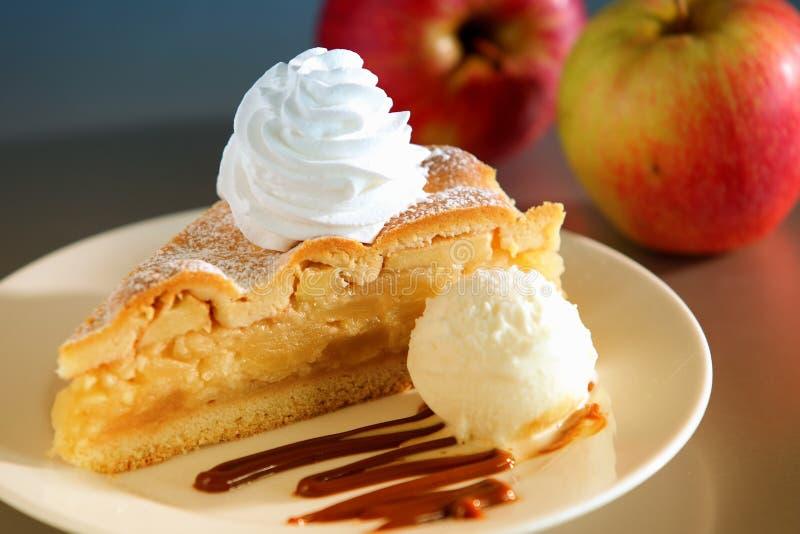 Apfelkuchen-Nachtisch lizenzfreie stockbilder