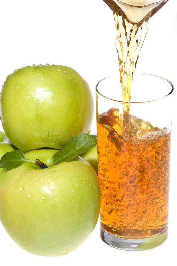 Apfelsaft mit grünen Äpfeln lizenzfreies stockbild