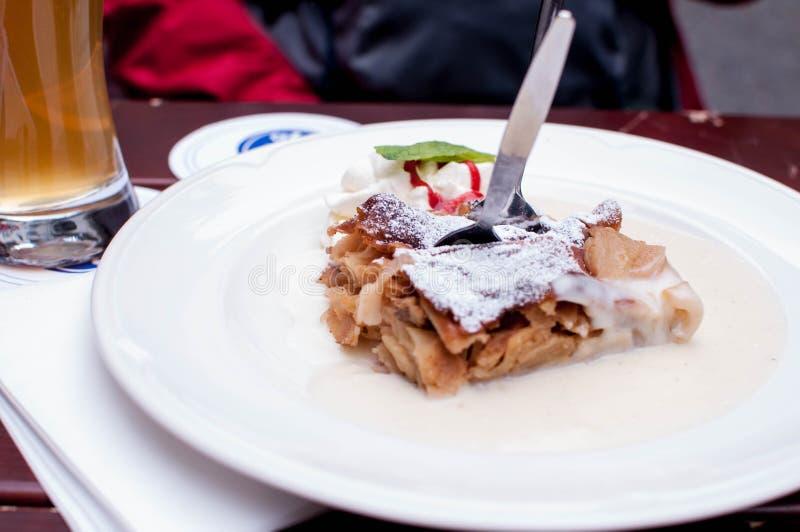 Apfelstrudel на Мюнхене стоковое фото