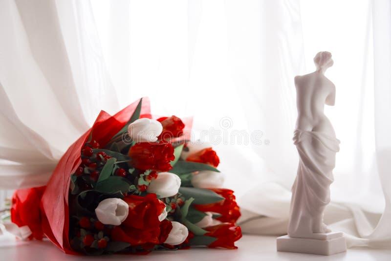 Aphrodite en boeket stock fotografie