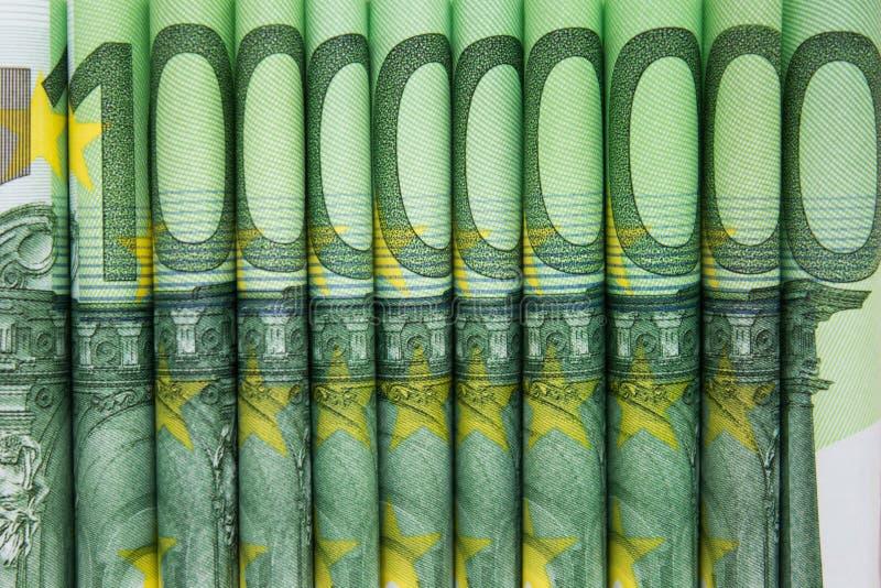 Apilado cientos cuentas euro, dinero europeo imagen de archivo