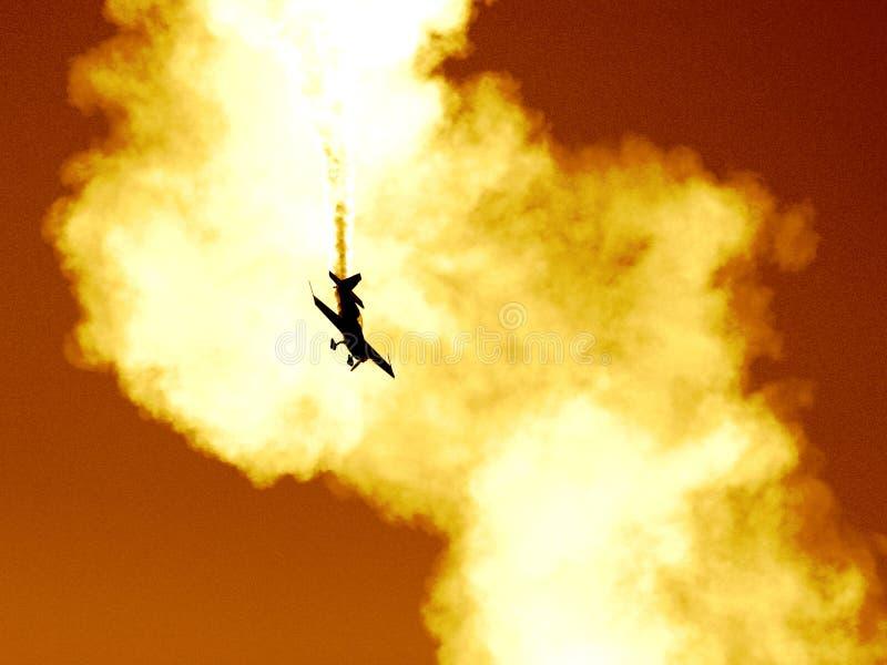 Aplane na nuvem de fumo II fotografia de stock royalty free