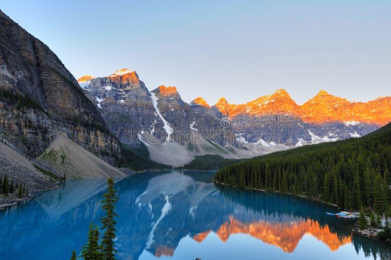 aplenglow morena jeziora. zdjęcie royalty free