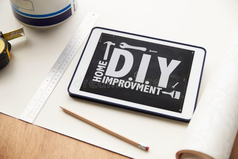 Aplicação da melhoria home na tabuleta de Digitas imagens de stock