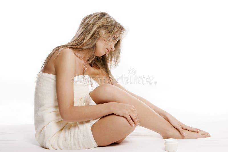 Aplicação da nata do corpo imagens de stock royalty free