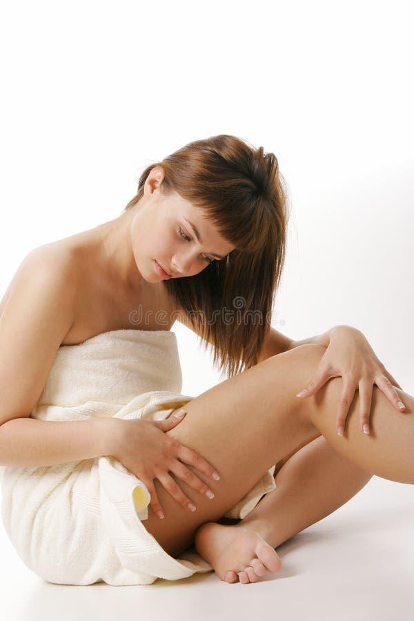 Aplicação da nata do corpo foto de stock